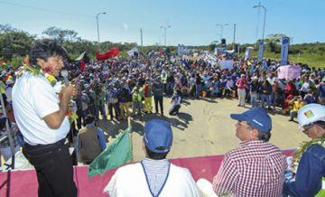 """Morales pide identificar  """"enemigos"""" de carreteras"""