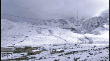 Rescatan a viajeros varados 4 días por intensas nevadas