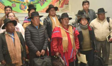 Dirigencia de Achacachi firma convenio con el Gobierno y compromete votos para Evo