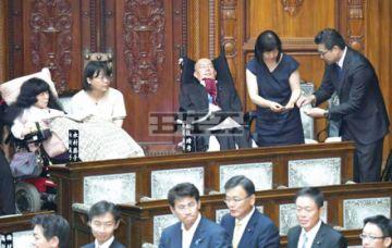 Dos diputados  tetrapléjicos en Parlamento nipón