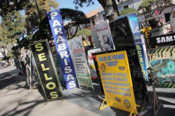 Retiran 48 letreros y otros objetos de las vías públicas