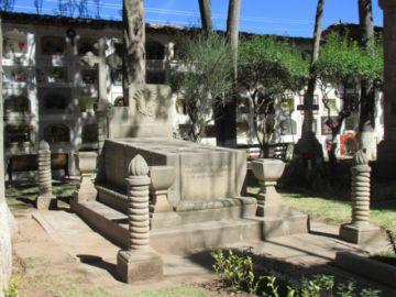 En un mes se elaborará ley de cementerios