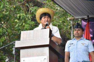 """Evo es proclamado en el """"cambódromo"""" y pide a militantes del MAS no confiarse en las encuestas"""