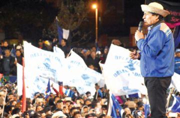 Evo pide a su militancia no fiarse de encuestas