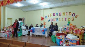 Escuela Siles se solidariza con los adultos mayores
