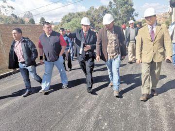 Alcaldía busca un récord en entrega de asfaltados