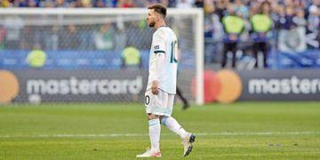Messi, tres meses de castigo