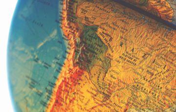 Cuatro poetas extranjeros le cantan a Bolivia