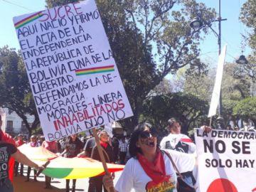 Sucre: Dan por concluido desfile antes del ingreso de organizaciones civiles