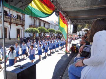 Sucre rinde homenaje y se cuela proselitismo