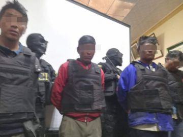 Policías del grupo DACI de Potosí usan máscaras de calaveras