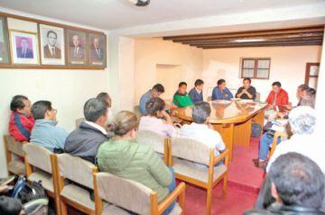 Cívicos piden postergar elección del directorio