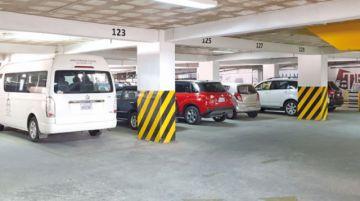 Parqueos: Ofrecen más de 400 espacios pero son insuficientes