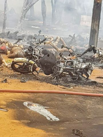 Mueren 60 personas al explotar un camión cisterna
