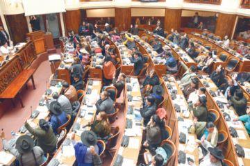 Ocho diputados no completan ni 50% de asistencia a sesiones