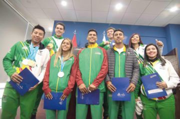 Premian a medallistas