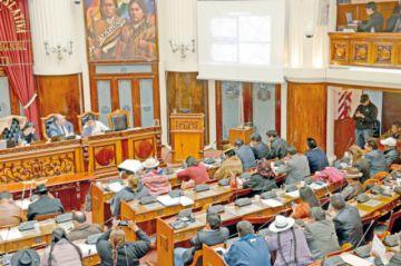 Diputados Poppe y Millares justifican sus ausencias