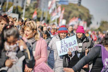 Macri suspende el IVA para la canasta básica