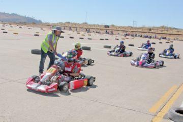Karting aprieta  el acelerador a fondo