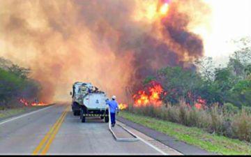 Incendios en Santa Cruz precipitan emergencia