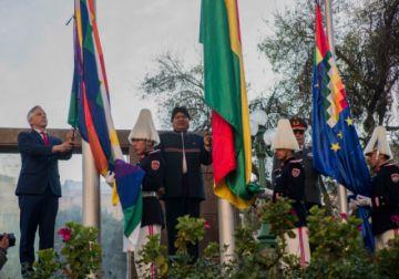 Rinden homenaje a la tricolor como símbolo de libertad, soberanía y orgullo