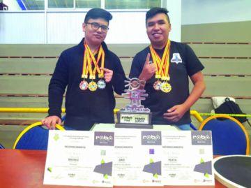 Jóvenes buscan apoyo para representar al país