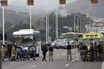 Conmoción en Brasil por secuestro de autobús que acabó con un muerto