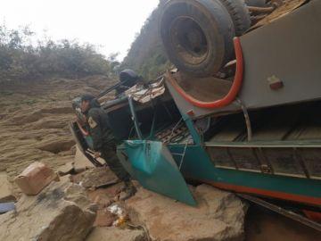 Bus se vuelca cerca de Monteagudo y hay un fallecido