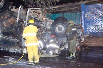 Suman tres los fallecidos en explosión de cisterna