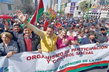 Marcha expresa respaldo a alcalde Revilla