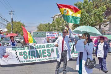 Médicos ratifican demandas  y se instala tercer día de paro