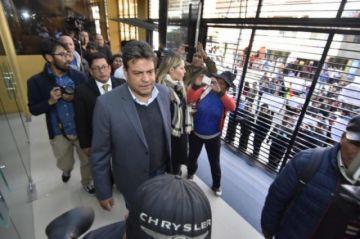 Dictan detención domiciliaria con derecho al trabajo para Luis Revilla