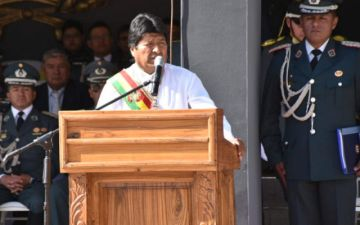 Morales pide cotizaciones para la probable compra de un avión cisterna