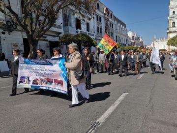 Adultos mayores celebran su día en Sucre
