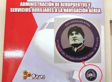 """Imputan a miembros de imprenta que hizo folders con logo: """"Evo, dictador"""""""