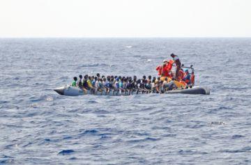 Cinco muertos y unos 20 desaparecidos en un naufragio