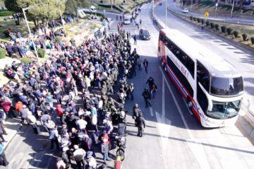 Tras paro, choferes paceños piden liberar a 4 detenidos