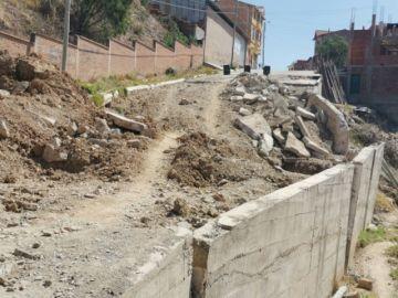 Todavía no arreglan calle  hundida de Mesa Verde