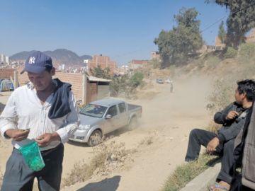 Prometen arreglar calle tras bloqueo de vecinos