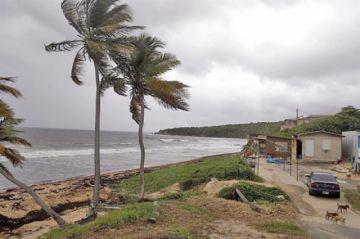 Las Bahamas se preparan antes del paso de Dorian