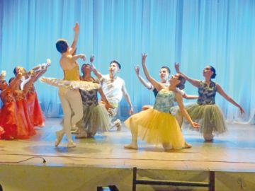Ballet Capezio se luce  en una velada nocturna
