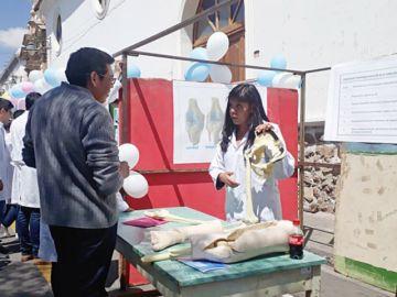 Feria informativa ahonda en cómo prevenir y tratar la artrosis
