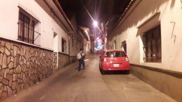 Vecinos de la calle Urcullo exigen  más control al parqueo vehicular