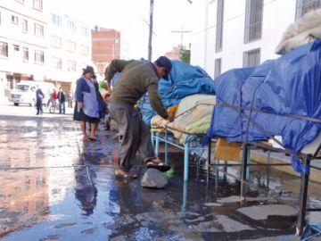 Animales y alcantarillas  aquejan a dos mercados