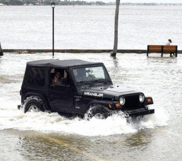 Dorian amenaza a Florida tras destruir las islas Bahamas