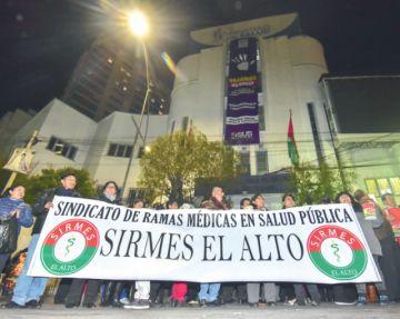 Gobierno llama al diálogo; médicos recuerdan pliego