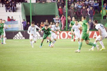 Bolivia, goleada en el debut de Farías