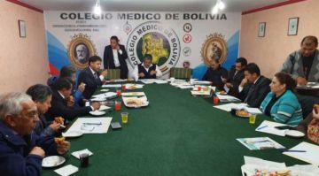 Médicos aceptan ir al diálogo, pero sin levantar paro