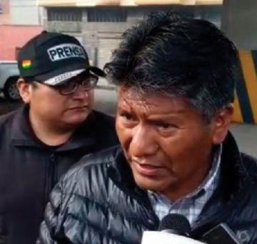 Piden sanción para  el policía que filmó a Gobernador de Oruro
