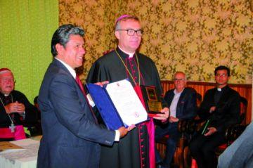 El Nuncio del Vaticano recibe dos distinciones